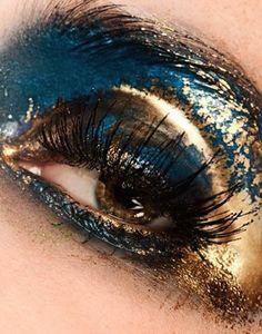 Make up da geisha rivisitato, tra le idee trucco di Carnevale 2016 più glamour e chic.