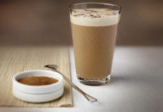 Ijskoffie met melk en kruiden