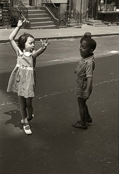 Helen Levitt - New York, circa 1940 kids dancing