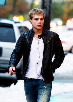 Max Thieriot in Disconnect