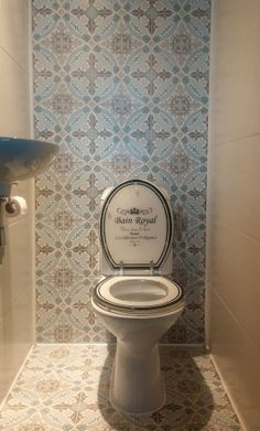 1000 images about idee n voor nieuw toilet on pinterest toilets tassels and met for Deco tegel wc