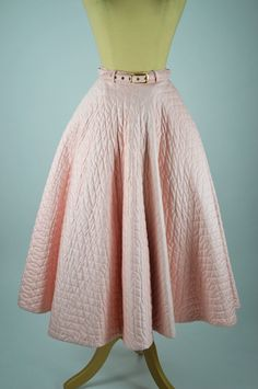 1950s-vintage-skirt-pale-pink-quilted-satinized_cotton-belt-front.jpg (900×1356)