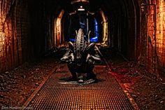 The Alien at Sloss Furnace (Dim Horizon Studios) www. Alien Movie Costume, Alien Cosplay, Halloween Cosplay, Steampunk Bird, Aliens Movie, Xenomorph, Art Studios, Poster Prints, Darth Vader