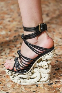Love the wedge... but don't really care for the straps.
