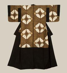 A silk under-kimono - called 'dounuki' - featuring moth motifs accomplished via the shibori technique. The Kimono Gallery Traditional Japanese Kimono, Traditional Dresses, Japanese Art, Kimono Design, Textile Design, Kabuki Costume, Kimono Japan, Japanese Costume, Kimono Pattern