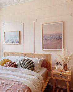 36 popular rustic farmhouse living room decor ideas for comfortable home Decor Interior Design, Interior Decorating, White Farmhouse Kitchens, Country Farmhouse, Farmhouse Decor, Sweet Home, Home Decor Trends, Decor Ideas, New Room