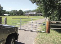 Automatic gate opener on driveway gate. Love the post for mounting the gate. Driveway Paving, Driveway Entrance, Driveway Landscaping, Farm Gate, Farm Fence, Fence Gate, Fencing, Front Gates, Entrance Gates
