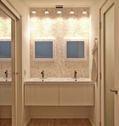 Pebble wall in the bathroom - Jon+Aud Design