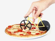 fixie pizza cutter slices with its rotating bicycle wheels - designboom | architecture & design magazine