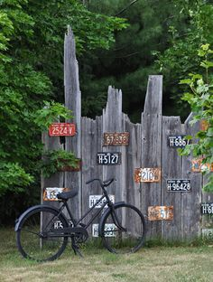 Eclectic Garden Tour at Three Dogs in a Garden - such fun ideas like this license plate fence! eclecticallyvintage.com