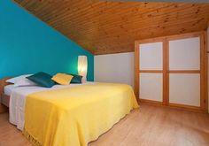Vier Schlafzimmer Steinhaus mit Strandlage und Privatstrand - Vela Luka Bergen, House, Furniture, Home Decor, Bedroom, Living Room, Cottage House, Pets, Night