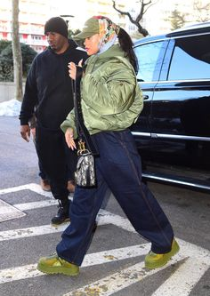 23 March ~ Rihanna out and about in New York Estilo Rihanna, Looks Rihanna, Mode Rihanna, Rihanna Street Style, Black Girl Fashion, Look Fashion, Winter Fashion, 80s Fashion, Mode Outfits