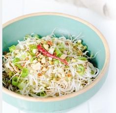 germogli di soia con cipolla