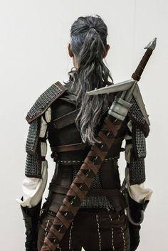 Llama Cosplay The Witcher 3 Wild Hunt Wiedźmin 3 Dziki Gon Geralt of Rivia Geralt z Rivii Sword Armor Grey Hair