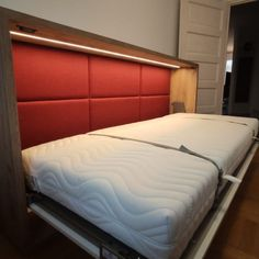 Aranżacja bardzo małych pokoi zawsze sprawia trudności. Zwłaszcza jeśli mają one pełnić jeszcze funkcję sypialni. Co daje wybór półkotapczanu do umeblowania niewielkiej przestrzeni? Jak radzi sobie półkotapczan w salonie? Podpowiadamy, pokazujemy, sprawdzamy./It is always difficult to arrange very small rooms. Especially if they are to be used as a bedroom. What is the choice of a wallbed to furnish a small space? How is a wall bed in the living room doing? We suggest, show, check. Bed Wall, Sofa, Furniture, Home Decor, Settee, Decoration Home, Room Decor, Home Furnishings, Couch