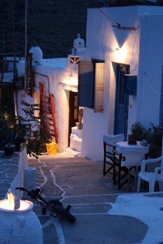Alley in Kastro, Sifnos, Greece ♥ Places Around The World, Oh The Places You'll Go, Places To Travel, Around The Worlds, Santorini, Mykonos, Wonderful Places, Beautiful Places, Albania