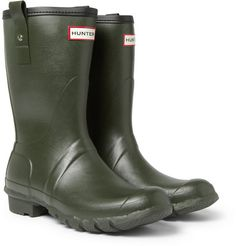 Completely sealed but fully flexible, these Hunter wellington boots provide the best protection and comfort during downpours.