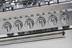 De combinatie van de semi-professionele knoppen met het strakke design en de robuuste lange stanggreep maken de DS9GMX tot een fraaie en bijzonder fornuis