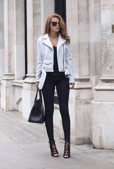 Sexy Leather Jacket Outfits Ideas To Rock Your Day White Jacket Outfit, Leather Jacket Outfits, Biker Jacket Outfit Women, Poncho Outfit, Black And White Jacket, Black White, Trendy Outfits, Cool Outfits, Fashion Outfits