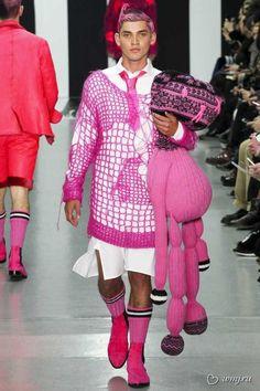 Επιτέλους: Ήρθαν τα μίνι φορέματα για άνδρες! Η μόδα που θα κάνει πάταγο το φετινό χειμώνα! Κουκλάκια ζωγραφιστά !! - Εικόνα2