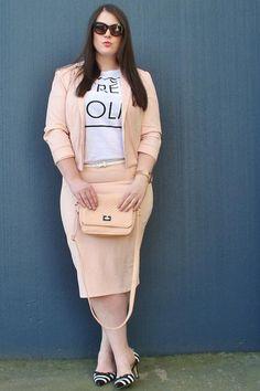 Très Jolie <3 Bloggerin Ashley Rose und ihr nudefarbener Look #streetstyle #curvy
