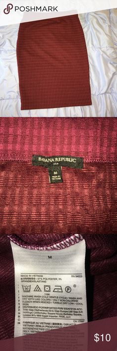 Maroon elastic waist skirt Maroon banana republic elastic waist stretchy skirt Banana Republic Skirts Pencil