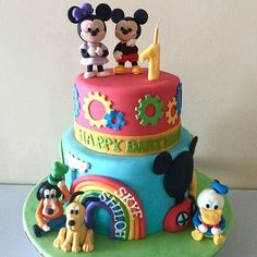 A bold and colorful take on Mickey Mouse Clubhouse! Source: Instagram user sugarfixbynadine