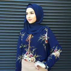 nice Pinned via Hijab Collection, Arab Girls, Hijab Chic, Islamic Clothing, Beautiful Hijab, Mode Hijab, Hijab Outfit, Muslim Women, Floral Blouse