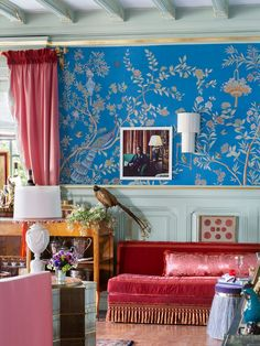 Go behind the design of Jonathan Rachman's Houghton Hall-inspired living room, and score tips on how to get the same look in your home! Chinoiserie Wallpaper, Chic Wallpaper, Chinoiserie Chic, Tufted Ottoman, Upholstered Sofa, Houghton Hall, Hand Painted Wallpaper, Chic Living Room, Living Rooms