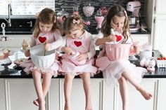 christmas photoshoot Valentines day kids photoshoot, valentines for kids, diy valentines cookies, val. Valentine Mini Session, Valentine Picture, Valentines Day Pictures, Christmas Pictures, Valentines Baking, Kinder Valentines, Valentines Diy, Valentinstag Party, Photos Saint Valentin