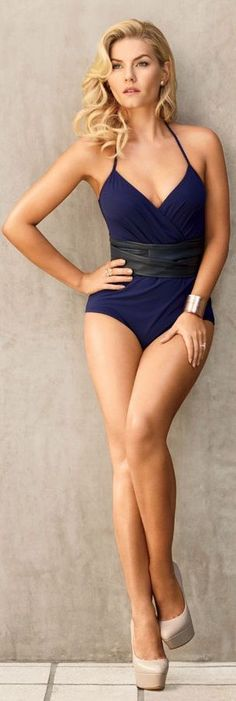 Elisha Cuthbert Hot Bikini Pictures You May Not See before (19)