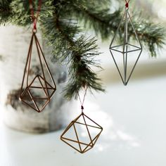 Geometric ornaments to give your home the modern vibe during the holidays! #earthboundtrading #ornaments #decorate