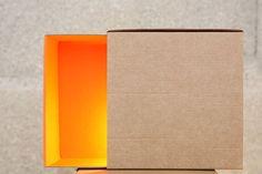 boîte à lumière orange — Lampe à poser / applique en carton recyclé  / orange matchbox light — recycled cardboard table/wall lamp  — design by ¿adónde? — made in France — photo by ex-machina