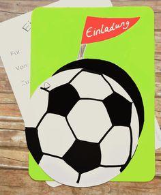 Einladung Kindergeburtstag Mit Beweglichem Fussball! Darunter Ist Viel  Platz Für Name Und Alter Des Geburtstagskindes