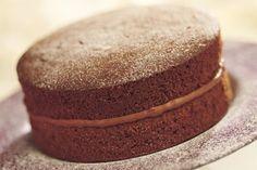 Chocolate Victoria Sponge Cake - A wonderful classic recipe. - I would add raspberry jam, to complete the Victoria Sponge trifecta. Chocolate Victoria Sponge Cake, Victoria Sponge Kuchen, Chocolate Sponge Cake, Easy Victoria Sponge, Cake Recipes Uk, Sponge Cake Recipes, Cupcakes, Cupcake Cakes, Sponge Recipe