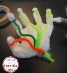 STEM Quick Challenge: Use a few supplies and make a model of a mechanical hand! Fabulous real-life application, perfect for your little engineers! Includes a lab sheet and graphic organizer! Stem Science, Mad Science, Teaching Science, Rosie Revere Engineer, Stem Classes, Stem Challenges, Engineering Challenges, Science Classroom, Classroom Projects