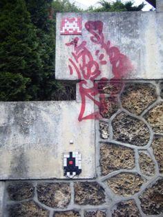 Space Invader Rue de Charenton (75012)