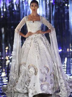New indian bridal reception dress gowns couture week ideas Manish Malhotra Bridal, Bridal Lehenga, Bridal Gowns, Lehenga Choli, Manish Malhotra Anarkali, Lehenga White, Wedding Lehanga, Wedding Dressses, Lehenga Blouse