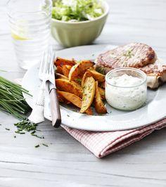 Sommermad: Koteletter med søde kartofler