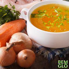O caldo de legumes industrializado pode ser muito prejudicial à saúde.  Nossa receita de hoje ensina um caldo de legumes caseiro e do bem! Vem ver! Aproveite para conhecer a loja da Gloria Pires! Acesse o site e conheça mais! . #naspanelas #receita #bemglo #momentobemglo #vidasaudavel #saude