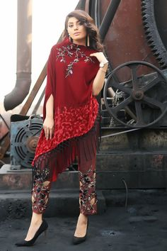 New Year calls for new styles. Shop gorgeous Pant Palzo now on incredible discounts! Pakistani Fashion Party Wear, Pakistani Dress Design, Pakistani Outfits, Muslim Fashion, Designer Party Wear Dresses, Kurti Designs Party Wear, Indian Designer Outfits, Stylish Dresses, Fashion Dresses