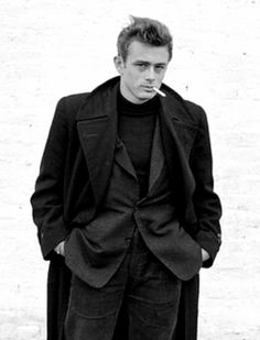 James Dean in New York City. Photo by Dennis Stock, Hollywood Actor, Hollywood Glamour, Hollywood Stars, Classic Hollywood, Old Hollywood, Hollywood Actresses, James Dean Style, James Dean Photos, Pier Paolo Pasolini