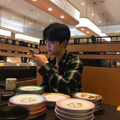 Find images and videos about boy, korean and asian on We Heart It - the app to get lost in what you love. Korean Boys Ulzzang, Cute Korean Boys, Ulzzang Couple, Ulzzang Boy, Korean Men, Korean Girl, Cute Asian Guys, Asian Boys, Asian Men