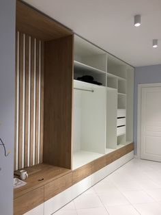 Home Entrance Decor, House Entrance, Home Decor, Flur Design, Bedroom Bed Design, Closet Bedroom, Apartment Interior, House Colors, Tall Cabinet Storage