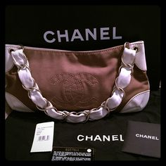 Authentic Chanel Shoulder Bag This is a 100% Authentic Chanel shoulder bag. The body is army brown color and the white leather detail is a fantastic contrast. The signature leather and chain link strap screams class and sophistication while the linen body is perfect for both casual use as well as a great go to for weddings and fancy functions. It comes with all the original documents and has been stored in its dust bag and in the original box. Minor wear on interior and leather on the…