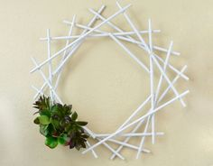 *With directions* - This beautiful DIY geometric succulent wreath can easily be customized to suit your Christmas home decor. Add some Christmas lights, beautiful red berries, gorgeous greenery, or anything else that suits your decorating style. Easy Crafts, Diy And Crafts, Cute Diy Room Decor, Round Balloons, Craft Stash, Succulent Wreath, Diy Décoration, Christmas Crafts, Christmas Lights