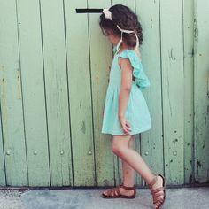 Mode enfant : Robe Pailette mint Louise Misha. À découvrir sur French Blossom #modeenfant #robefille
