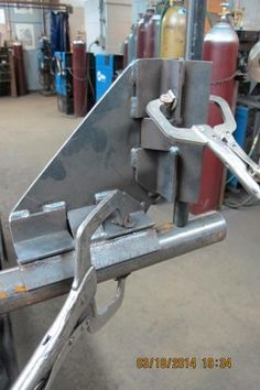 Want to make corner jig/clamp - WeldingWeb™ - Welding forum for pros and enthusiasts Welding Jig, Welding Cart, Welding Shop, Welding Table, Metal Projects, Welding Projects, Metal Fabrication Tools, Metal Bending, Metal Working Tools