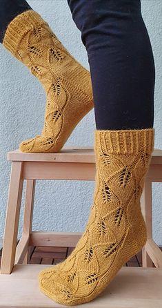 Ravelry: Lehtisateessa villasukat pattern by Elizaveta Klimenko Knitting Socks, Knit Socks, Ravelry, Knit Crochet, Pattern, Fashion, Moda, Fashion Styles, Patterns