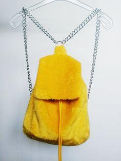 Mochila amarilla, Yellow backpack, Fauxfur backpack, Furry backpack, Grunge backpack de FisionGirl en Etsy